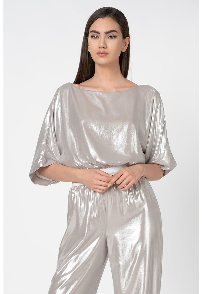 Bluza cu decolteu barcuta si aspect metalizat imagine