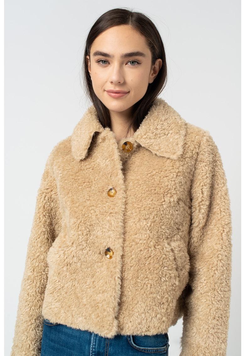 Jacheta pufoasa cu nasturi Mina