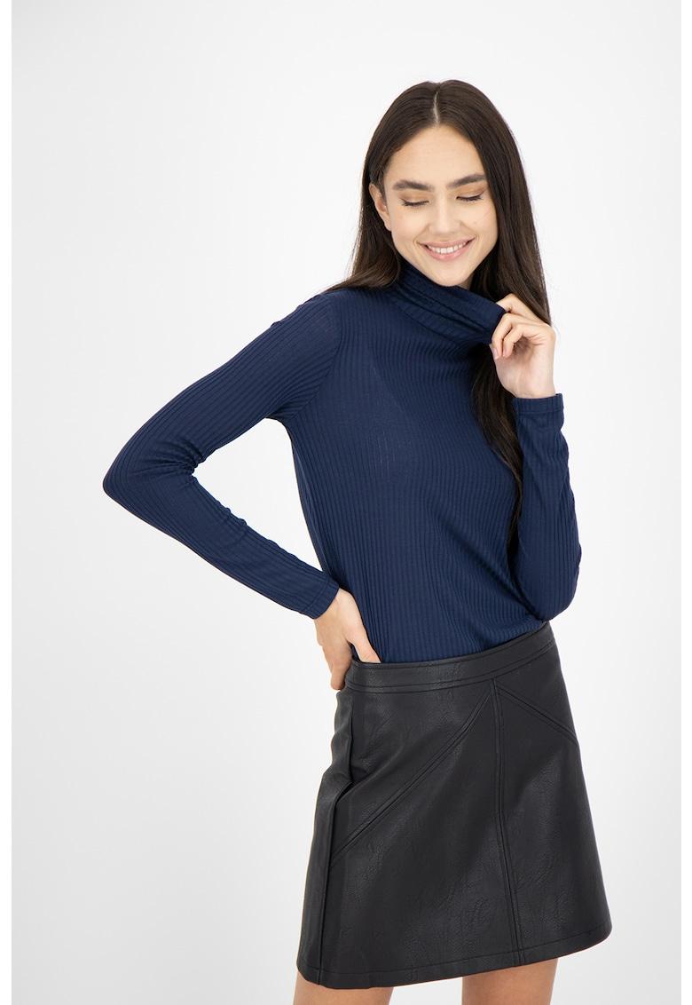 Bluza cu guler inalt si aspect striat