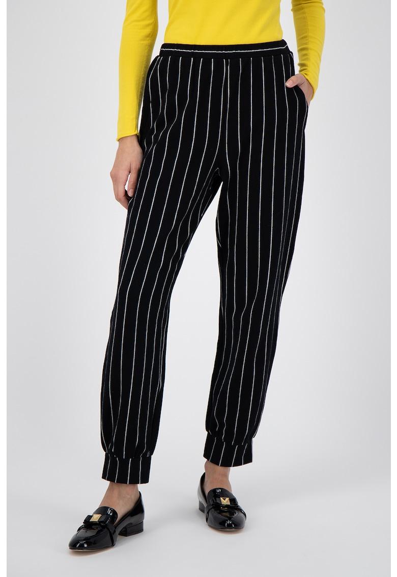 Pantaloni din amestec de lana - cu dungi imagine promotie