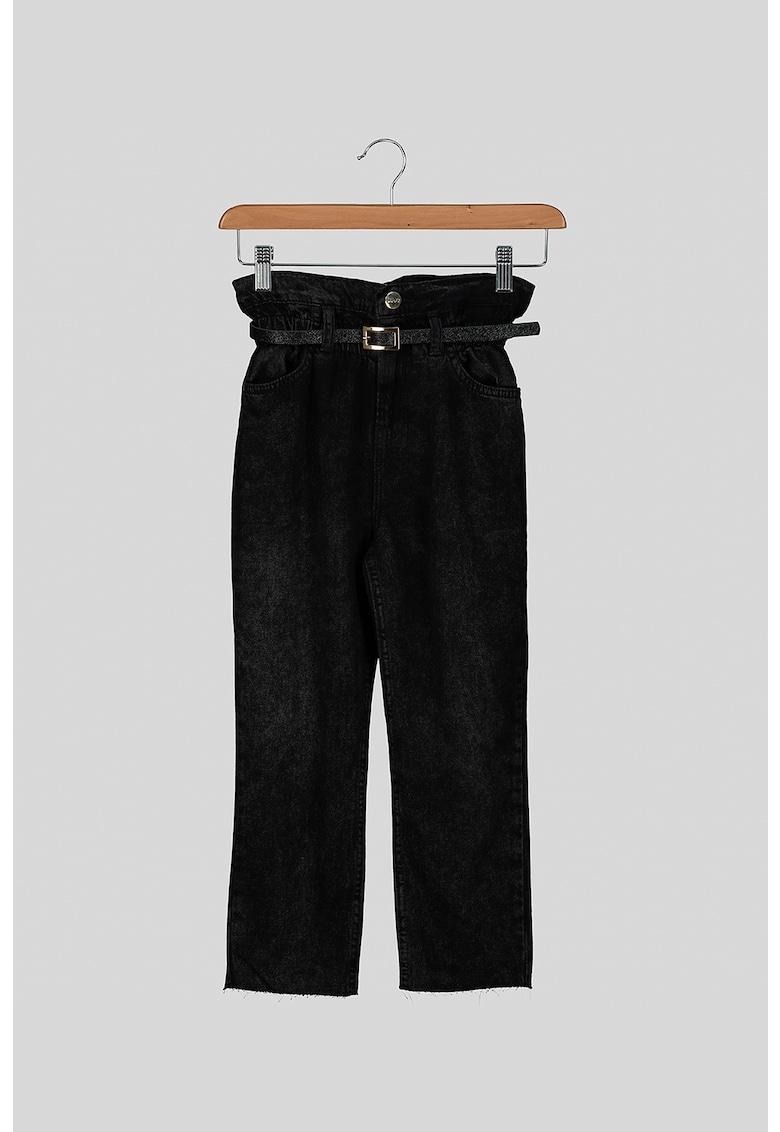 Pantaloni cu talie inalta si curea
