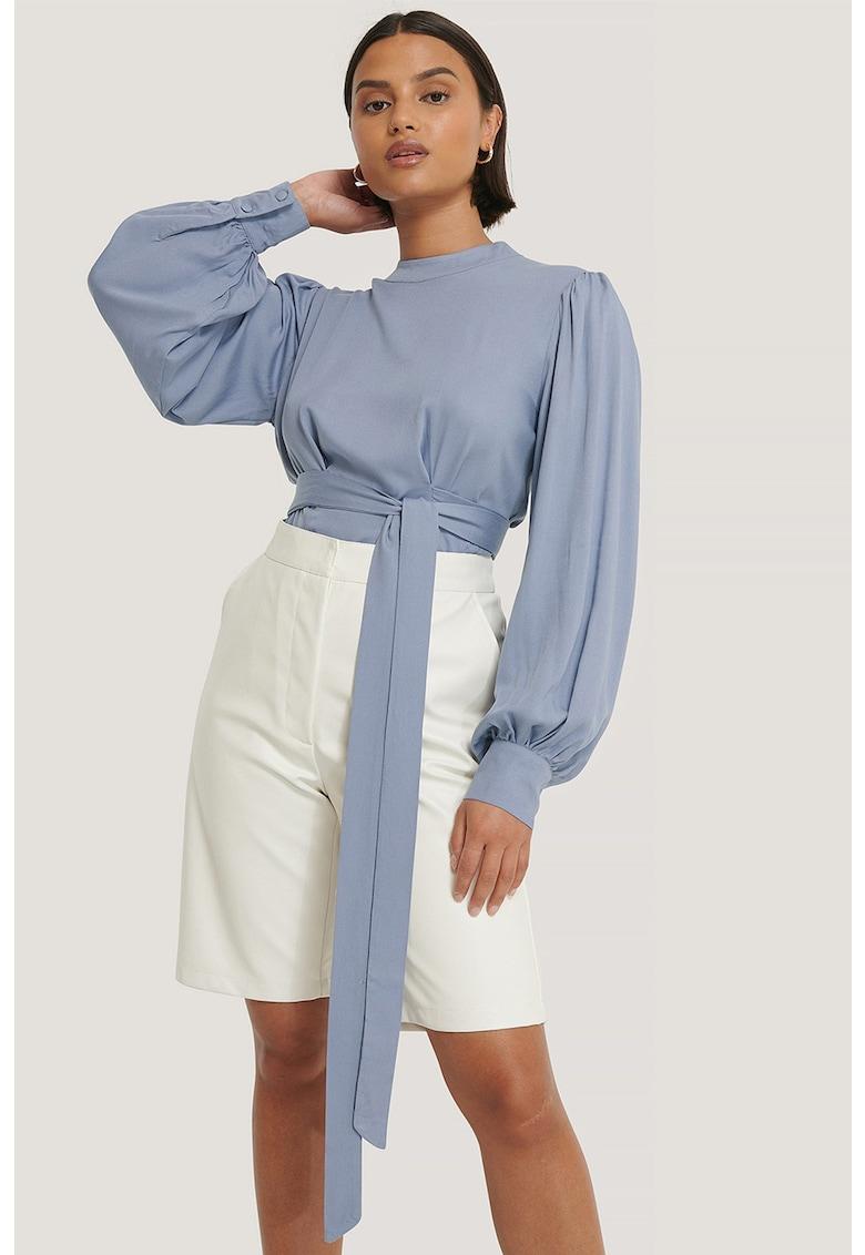 Bluza cu decupaj pe partea din spate