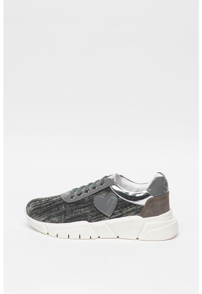 Pantofi sport cu garnituri de piele intoarsa si material metalizat