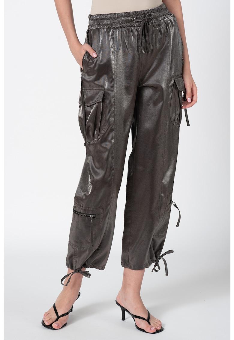 Pantaloni sport cargo cu aspect metalizat