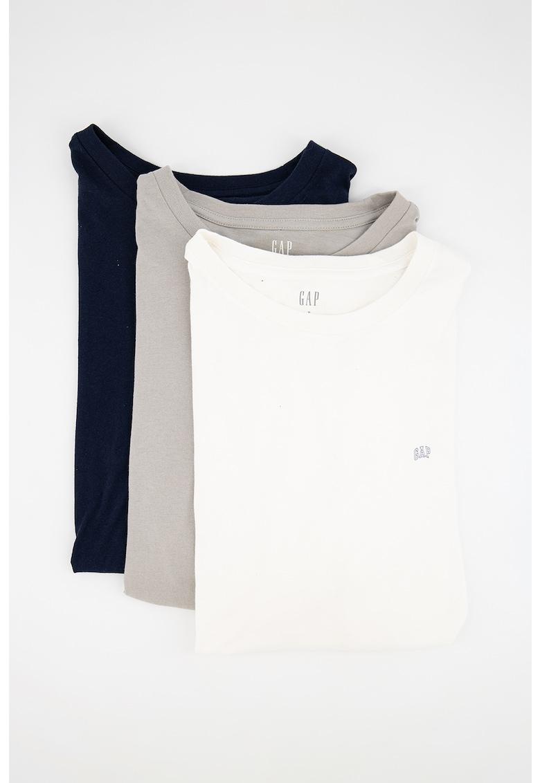 Set de tricouri cu decolteu la baza gatului si logo pe piept - 3 piese