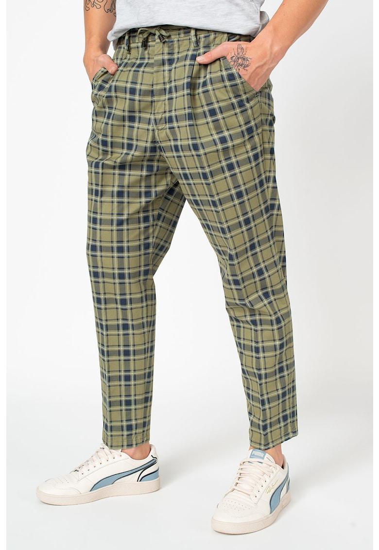 Pantaloni conici in carouri - cu snur in talie