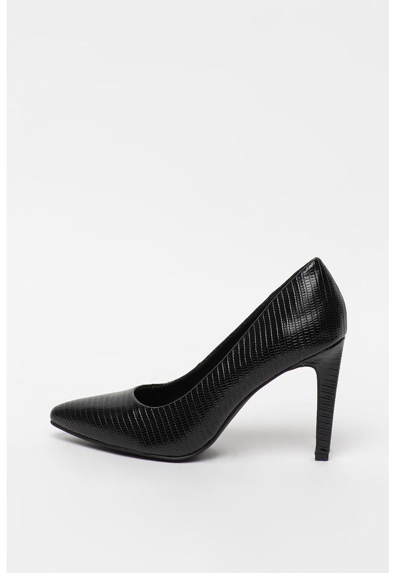 Pantofi cu varf ascutit si toc inalt