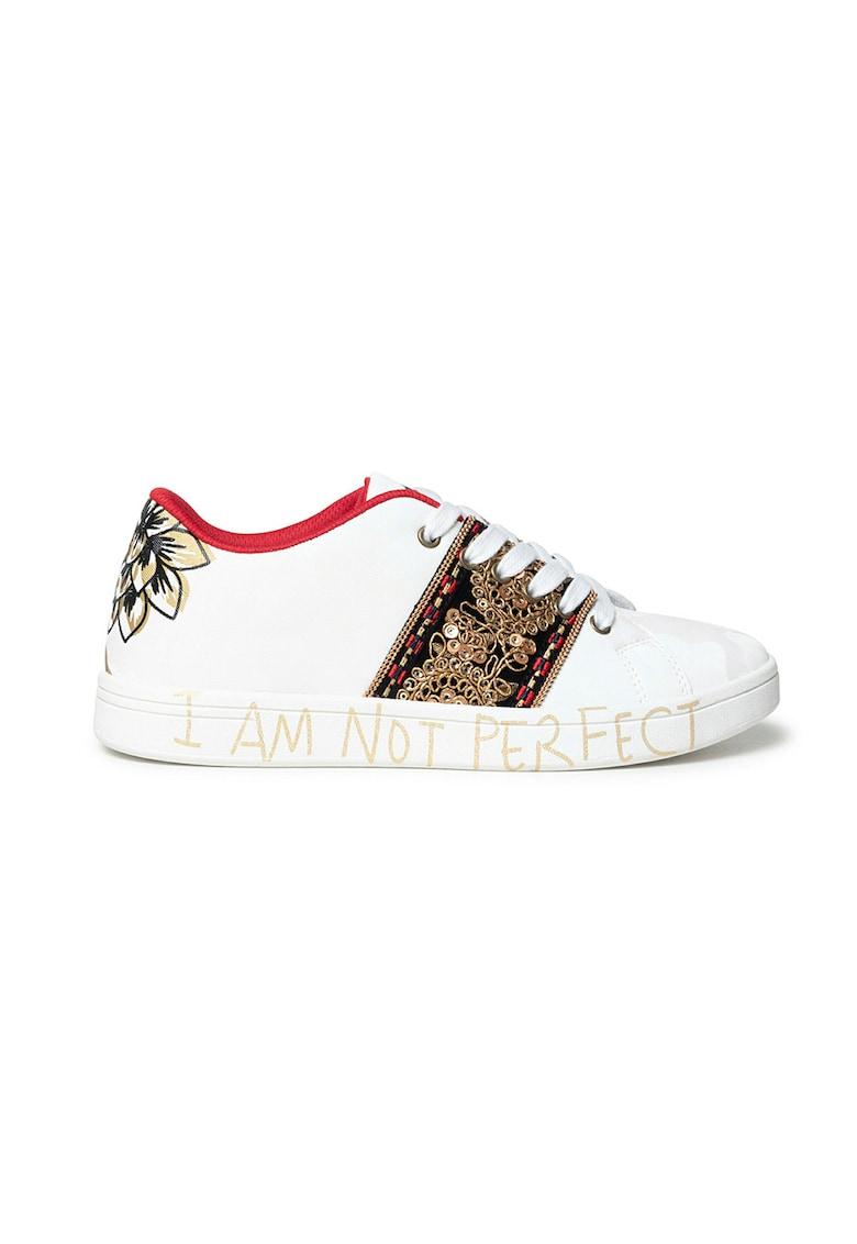 Pantofi sport de piele ecologica cu segmente brodate