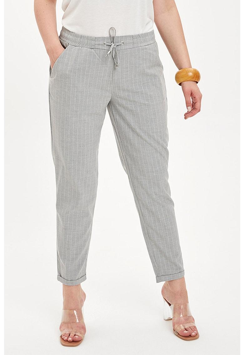Pantaloni crop conici cu model in carouri si snur in talie imagine