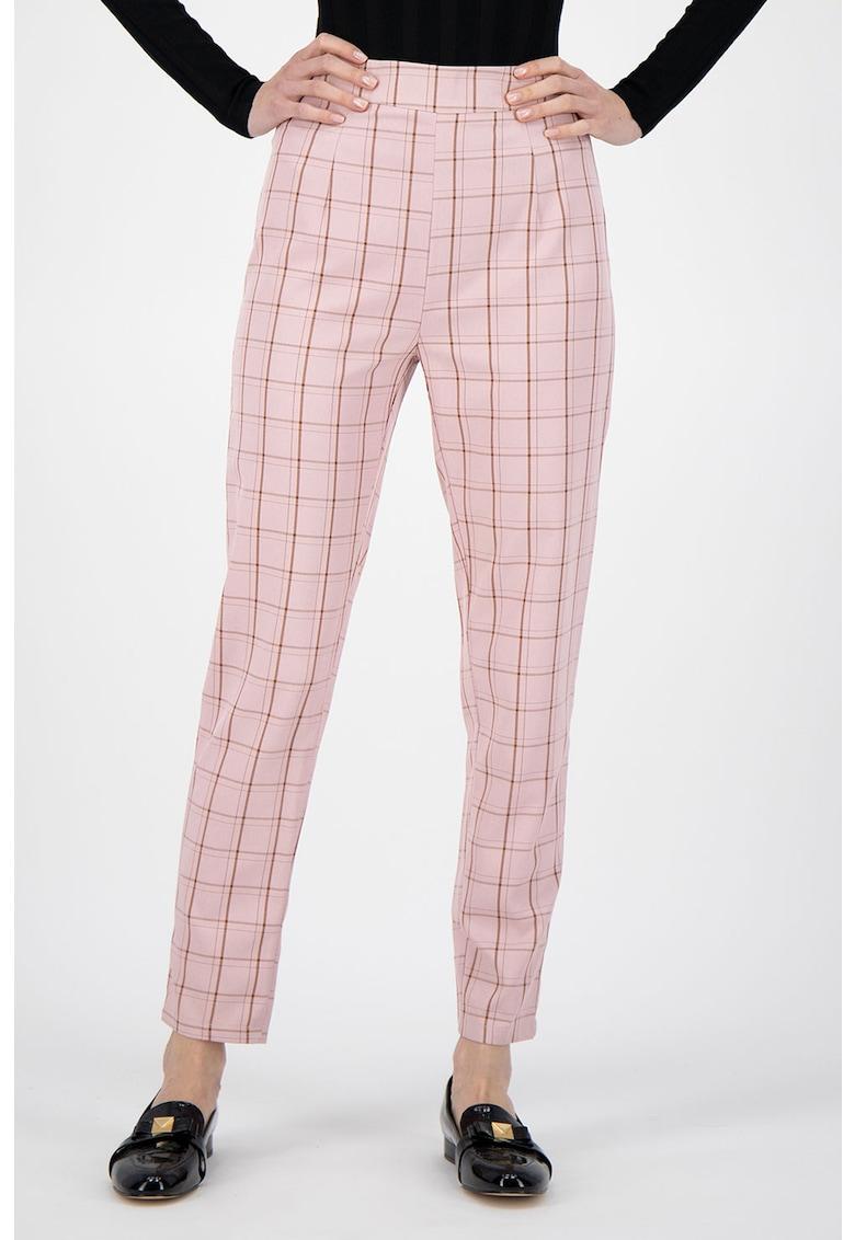 Pantaloni conici cu model in carouri imagine fashiondays.ro