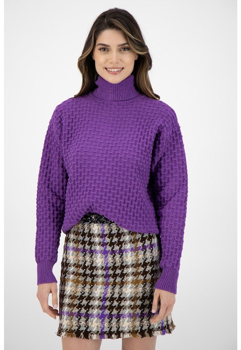 Pulover tricotat cu guler inalt
