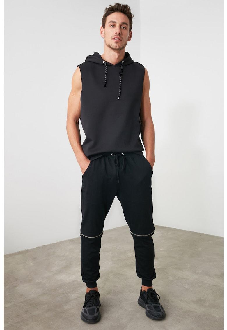 Pantaloni sport cu fermoar in zona genunchilor imagine fashiondays.ro