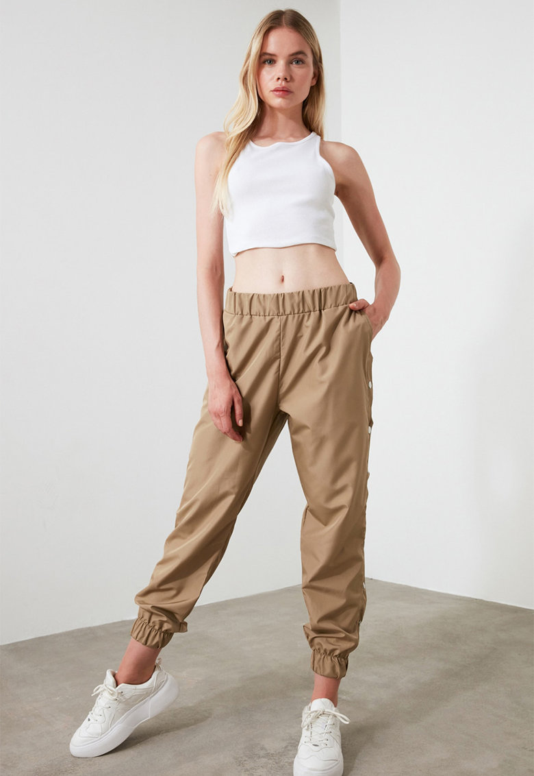 Pantaloni de trening cu capse in lateral