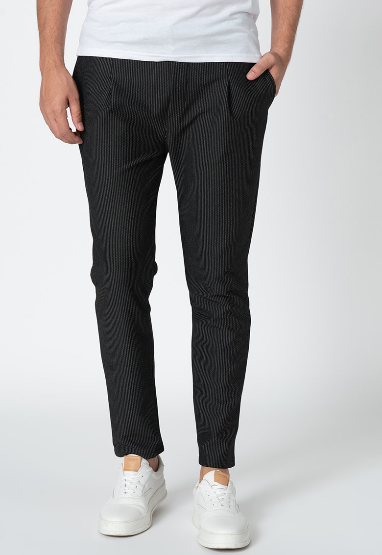 Pantaloni conici cu model discret in dungi Paolo