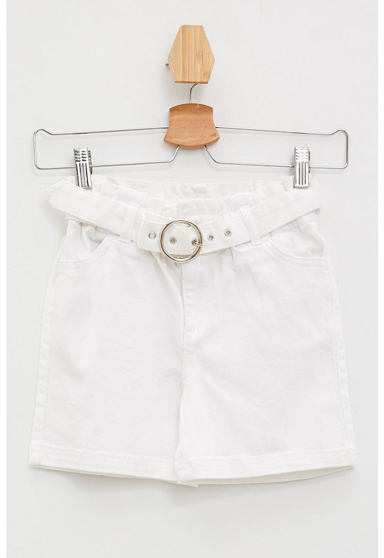 Pantaloni scurti cu o curea fashiondays.ro