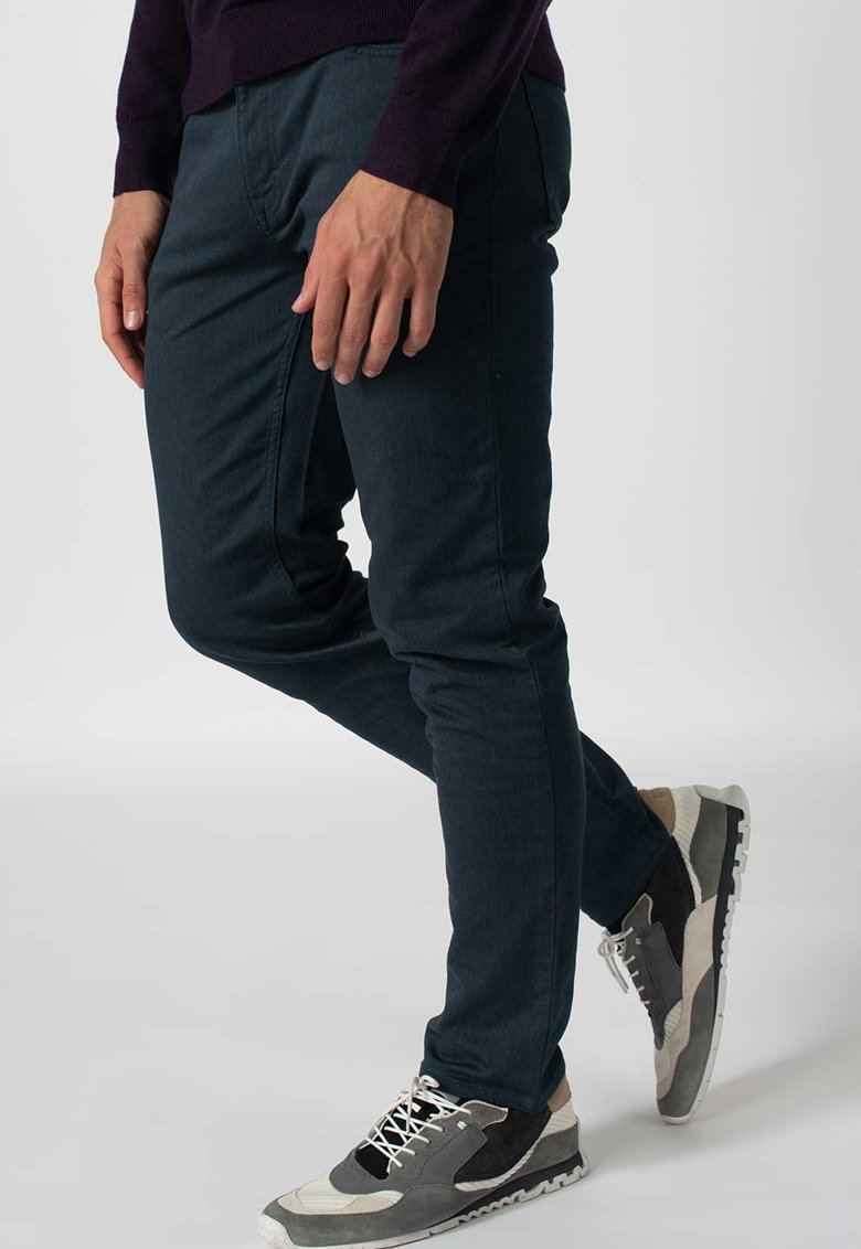 Pantaloni slim fit drepti Traveler Banana Republic fashiondays.ro
