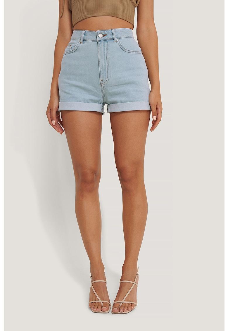 Pantaloni scurti de denim cu terminatii pliabile de la NA-KD