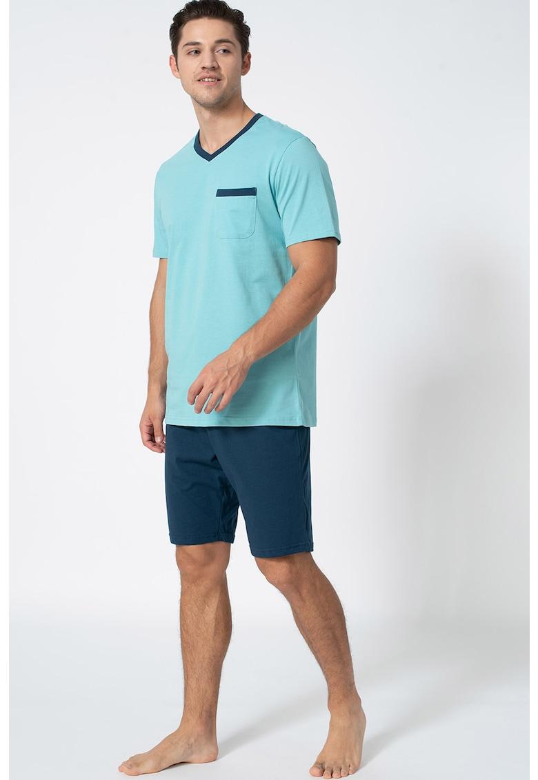 Pijama cu decolteu in V si pantaloni scurti