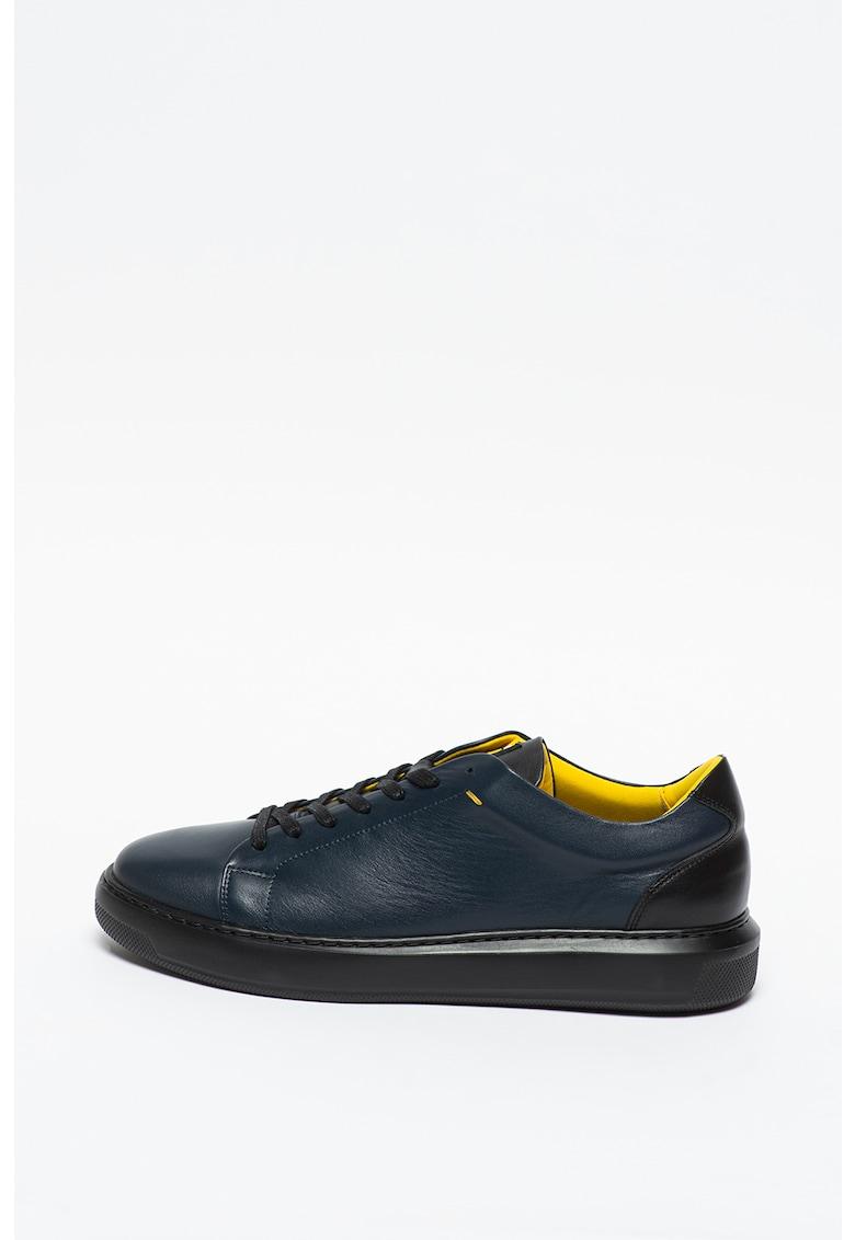 Pantofi sport de piele cu garnitura contrastanta pe toc