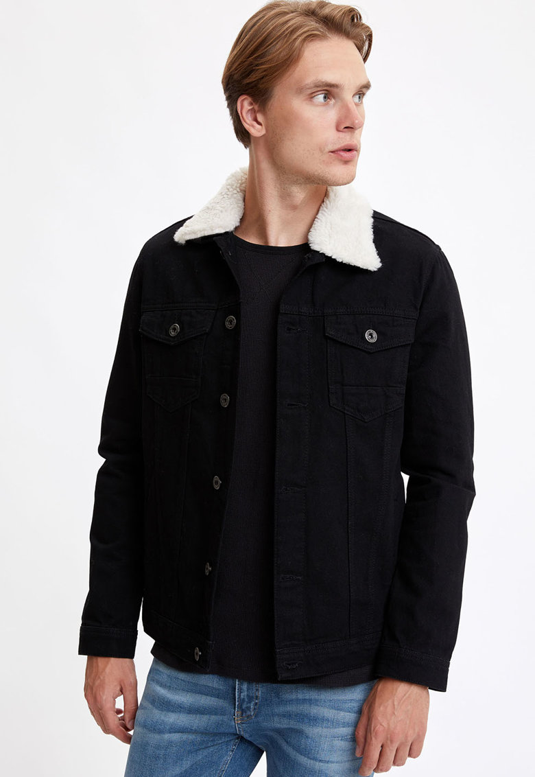 Jacheta cu buzunare pe piept