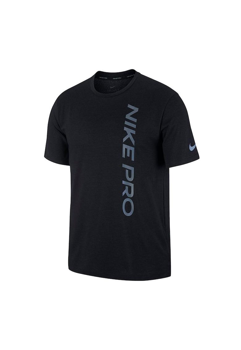 Tricou cu tehnologie Dri-Fit si imprimeu logo - pentru fitness imagine