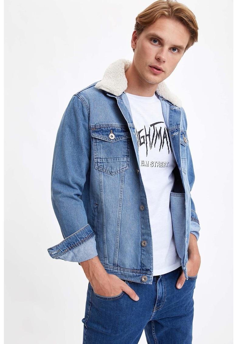 Jacheta slim fit din denim cu guler de blana sintetica de la DeFacto