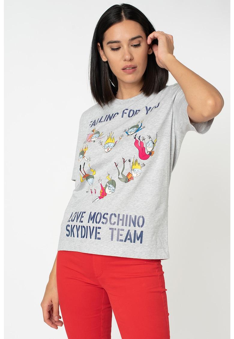 Tricou cu decolteu la baza gatului si imprimeu grafic si text B Love-Moschino imagine 2021