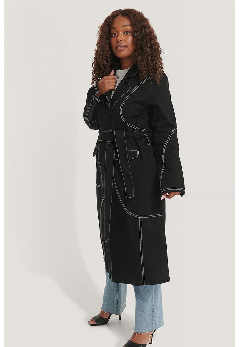 Palton cu cusaturi contrastante