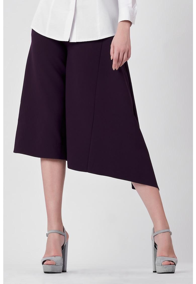 Pantaloni trei sferturi cu terminatie asimetrica