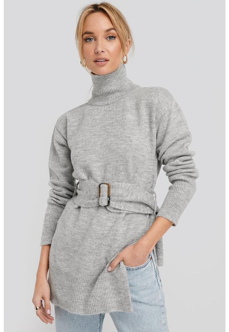 Pulover tricotat fin cu slituri laterale de la NA-KD