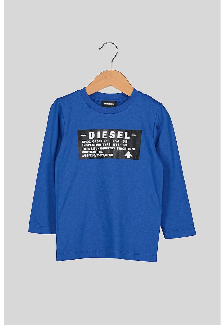 Bluza cu imprimeu logo si decolteu la baza gatului