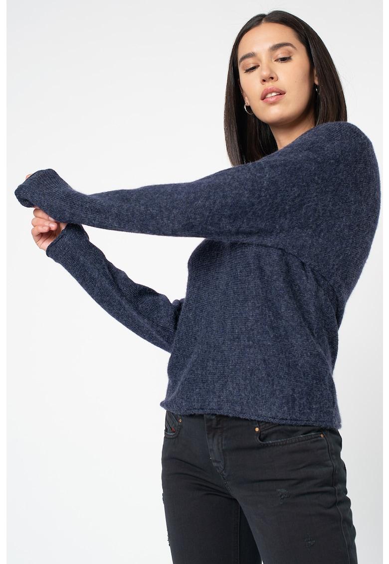 Pulover tricotat fin cu decolteu la baza gatului Lass de la Vila
