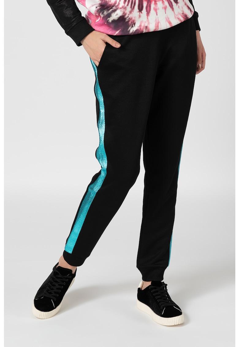 Pantaloni sport cu segmente laterale stralucitoare