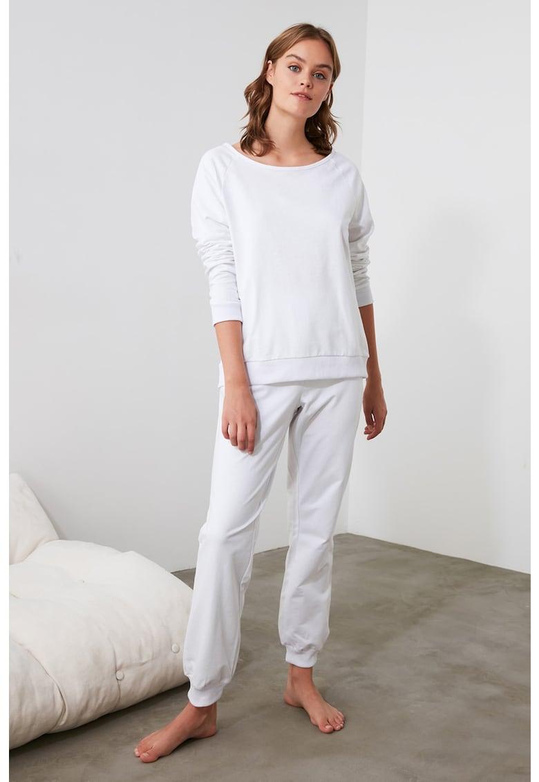 Pijama cu decupaj pe partea din spate