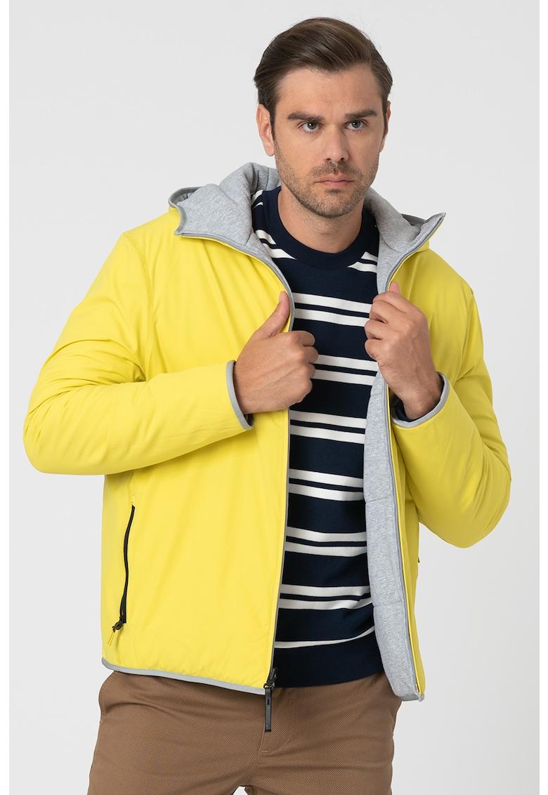 Jacheta usoara cu design reversibil