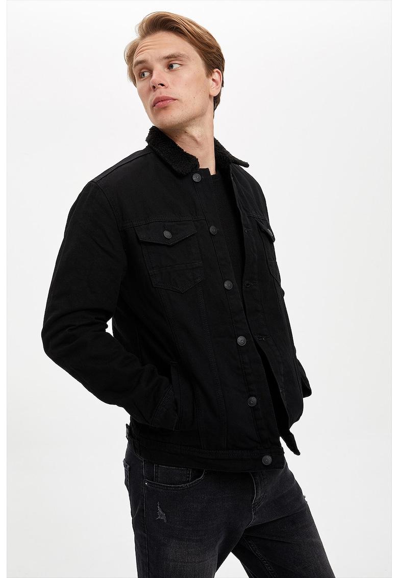 Jacheta din denim cu garnitura de blana shearling sintetica de la DeFacto