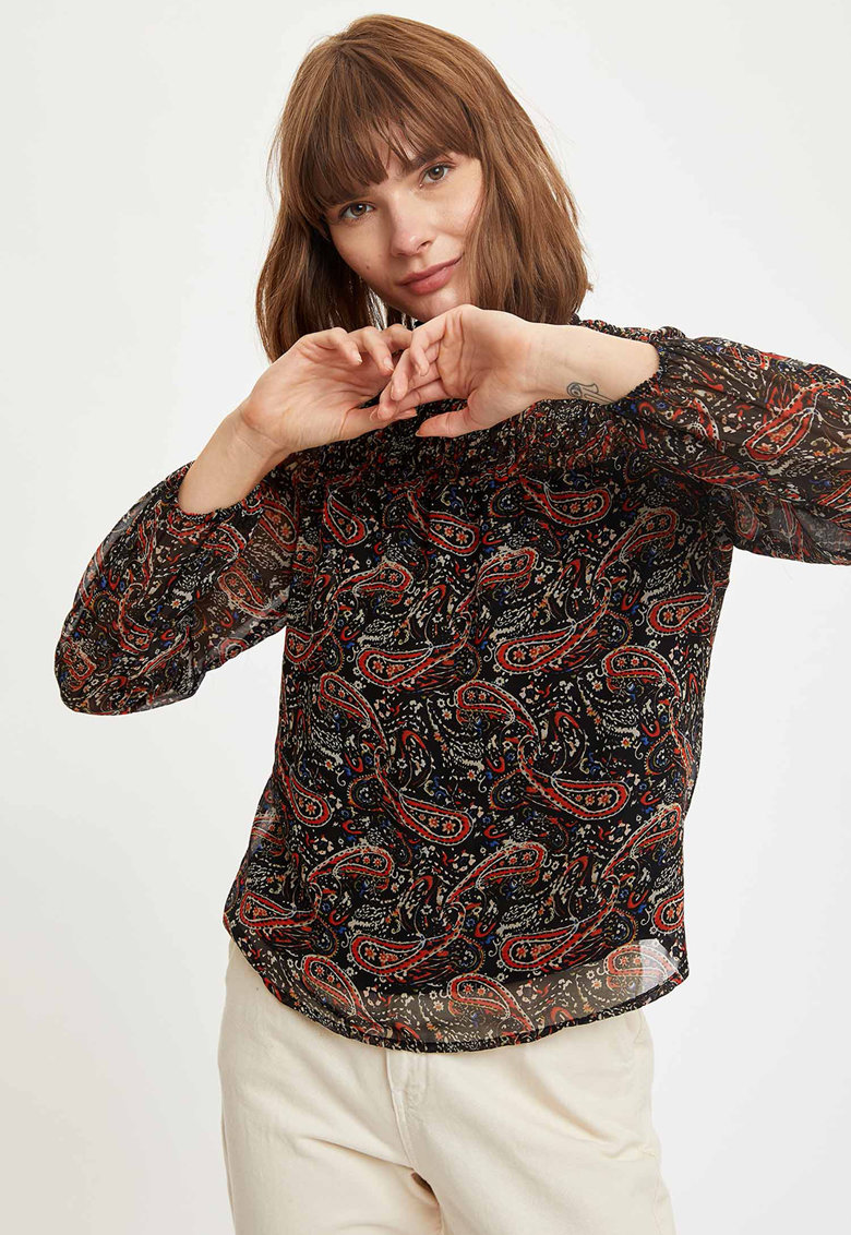 Bluza vaporoasa cu model paisley imagine