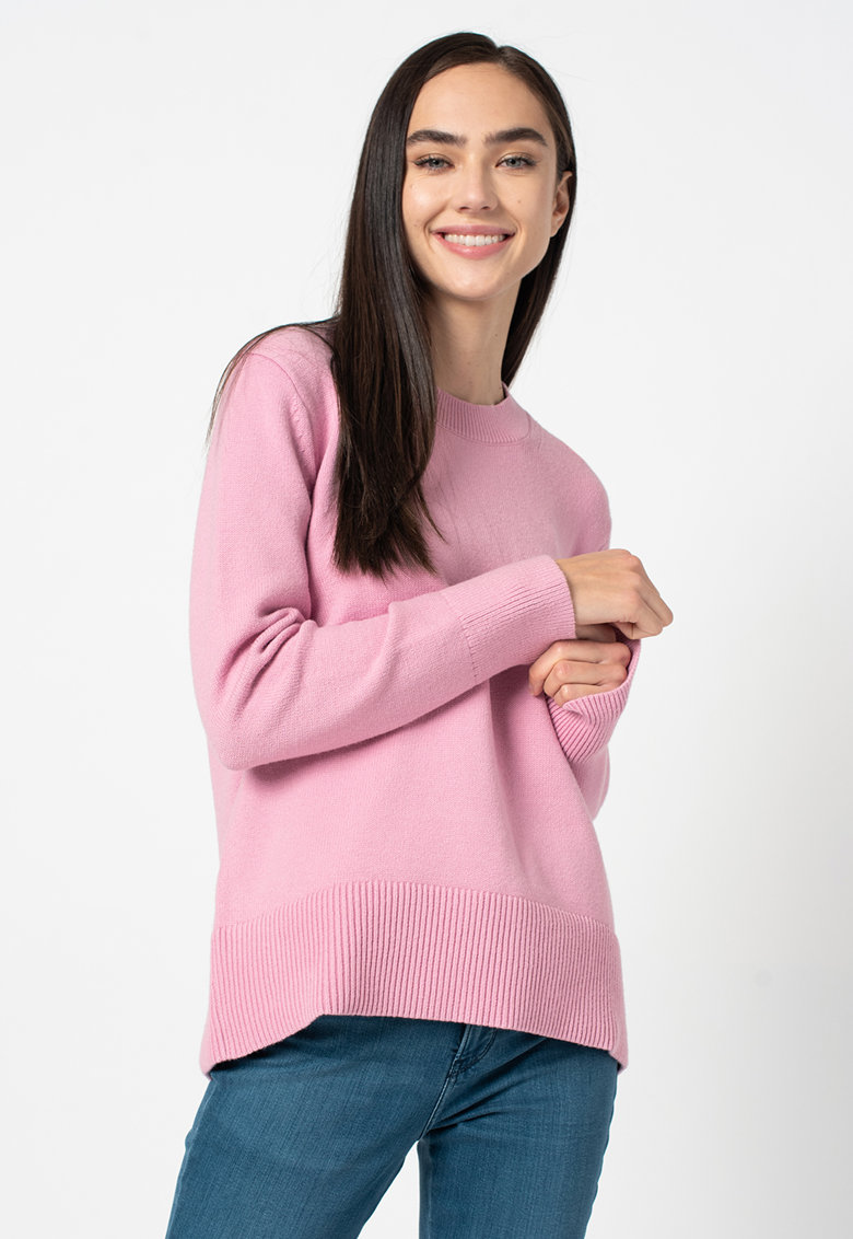 Pulover tricotat fin - cu decolteu la baza gatului de la Banana Republic