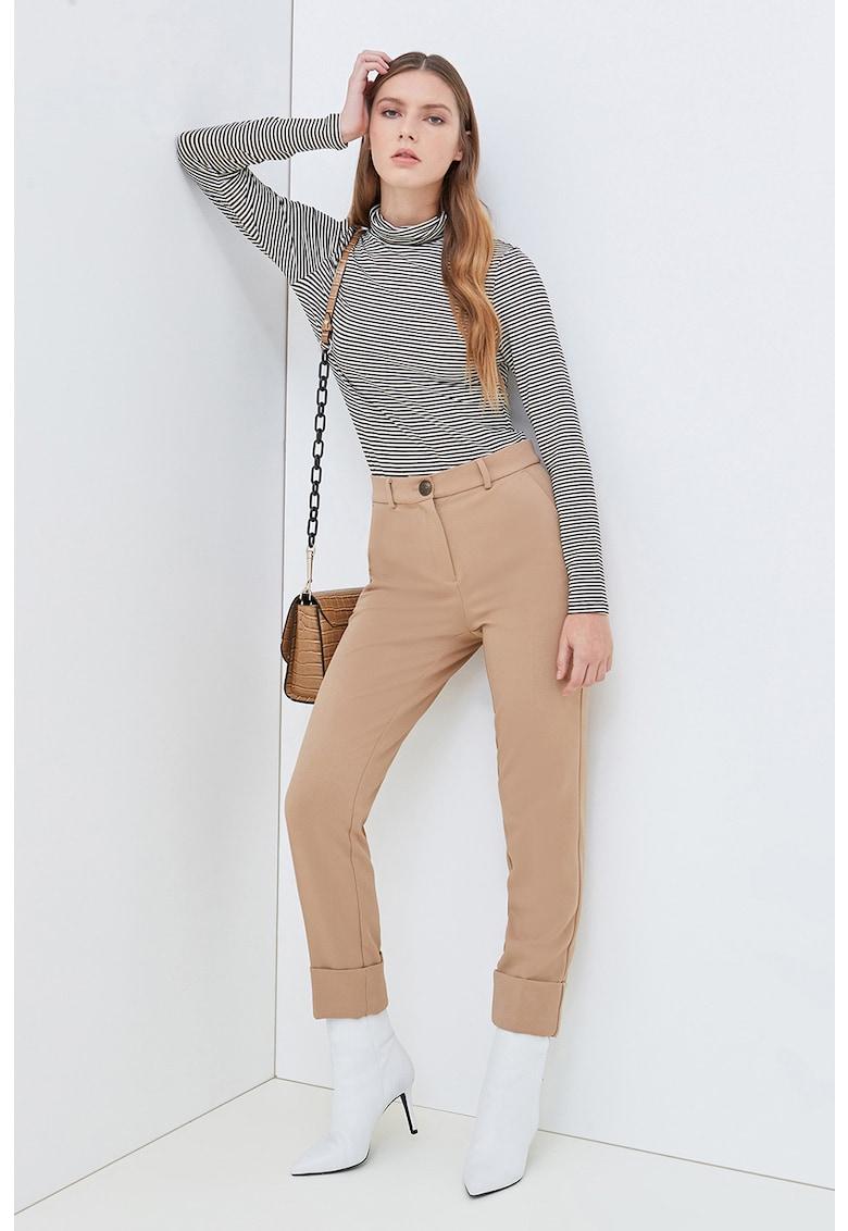 Pantaloni conici cu terminatii plisate