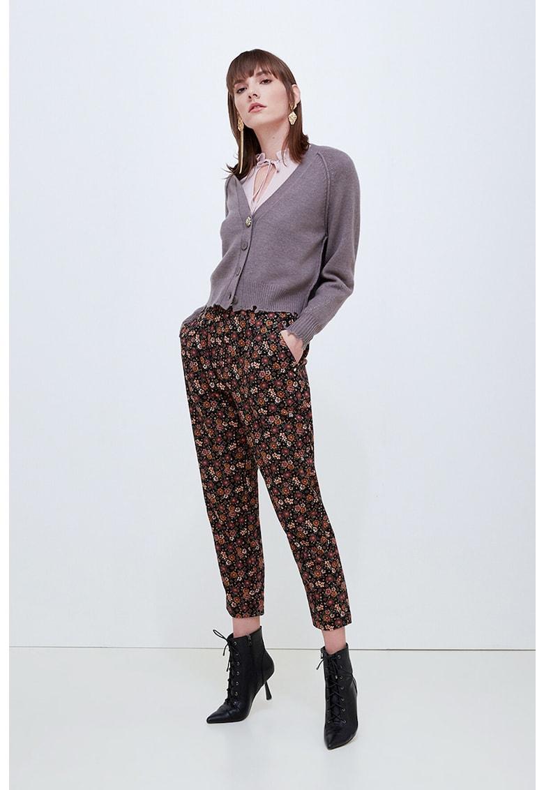 Pantaloni conici cu model floral imagine promotie