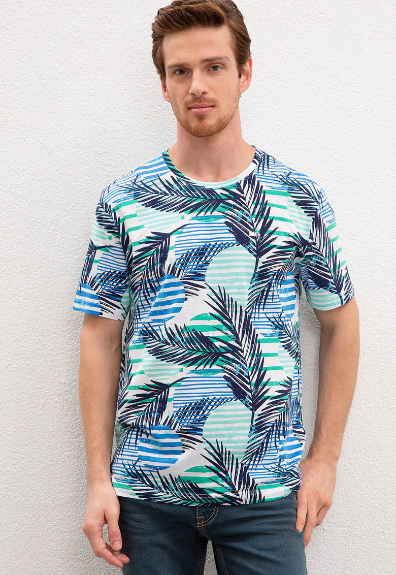 Tricou cu decolteu la baza gatului si model tropical imagine
