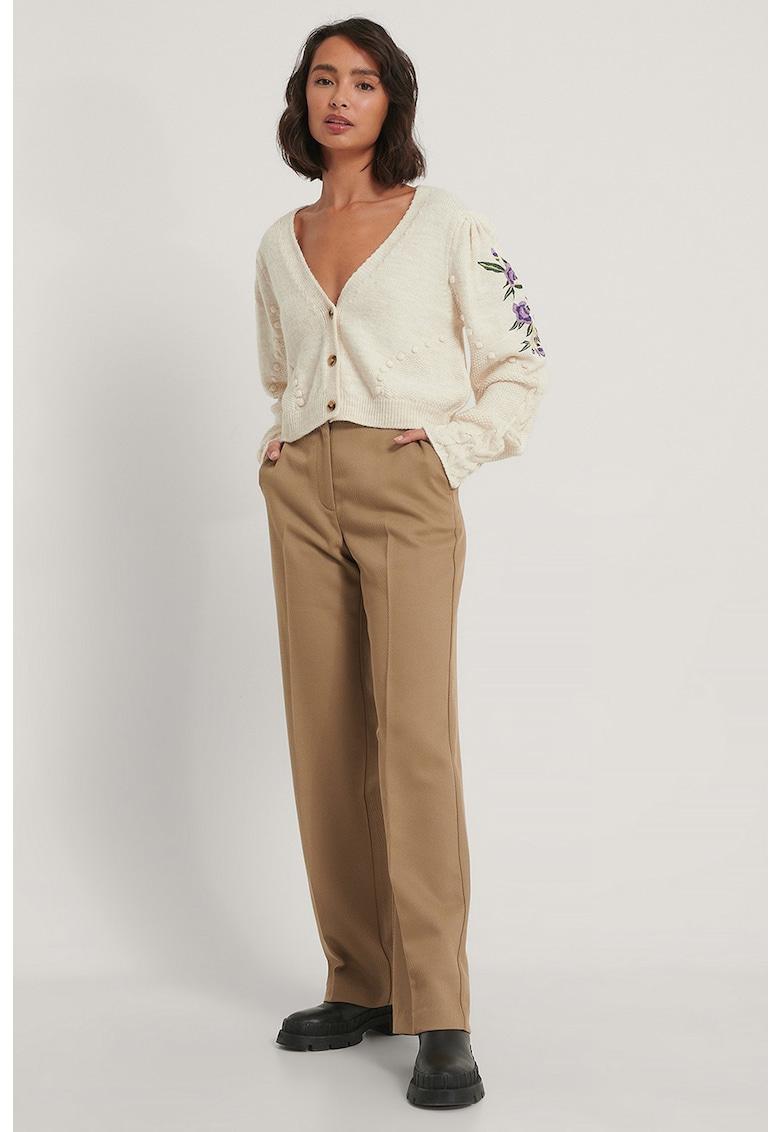 Cardigan tricotat fin cu detalii brodate
