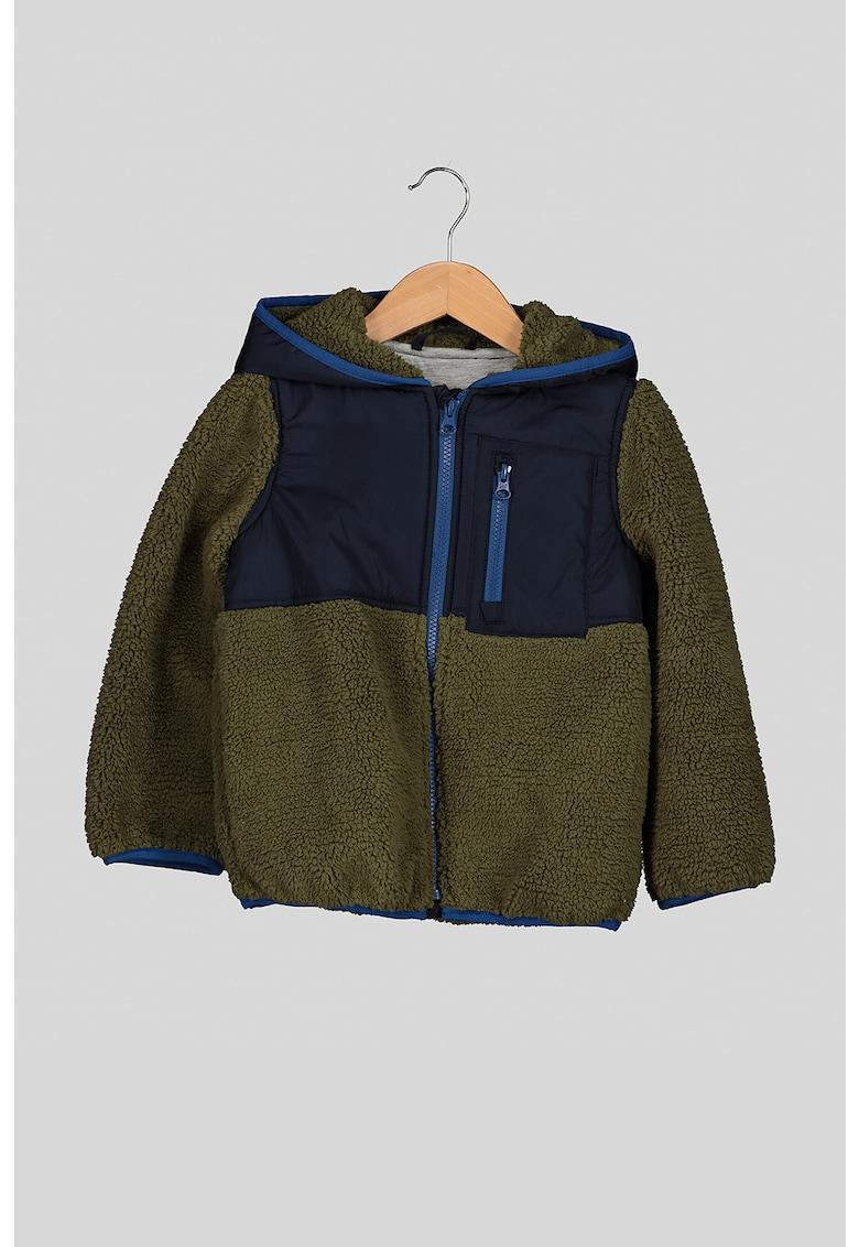 Jacheta din blana sherpa cu gluga si buzunar pe piept