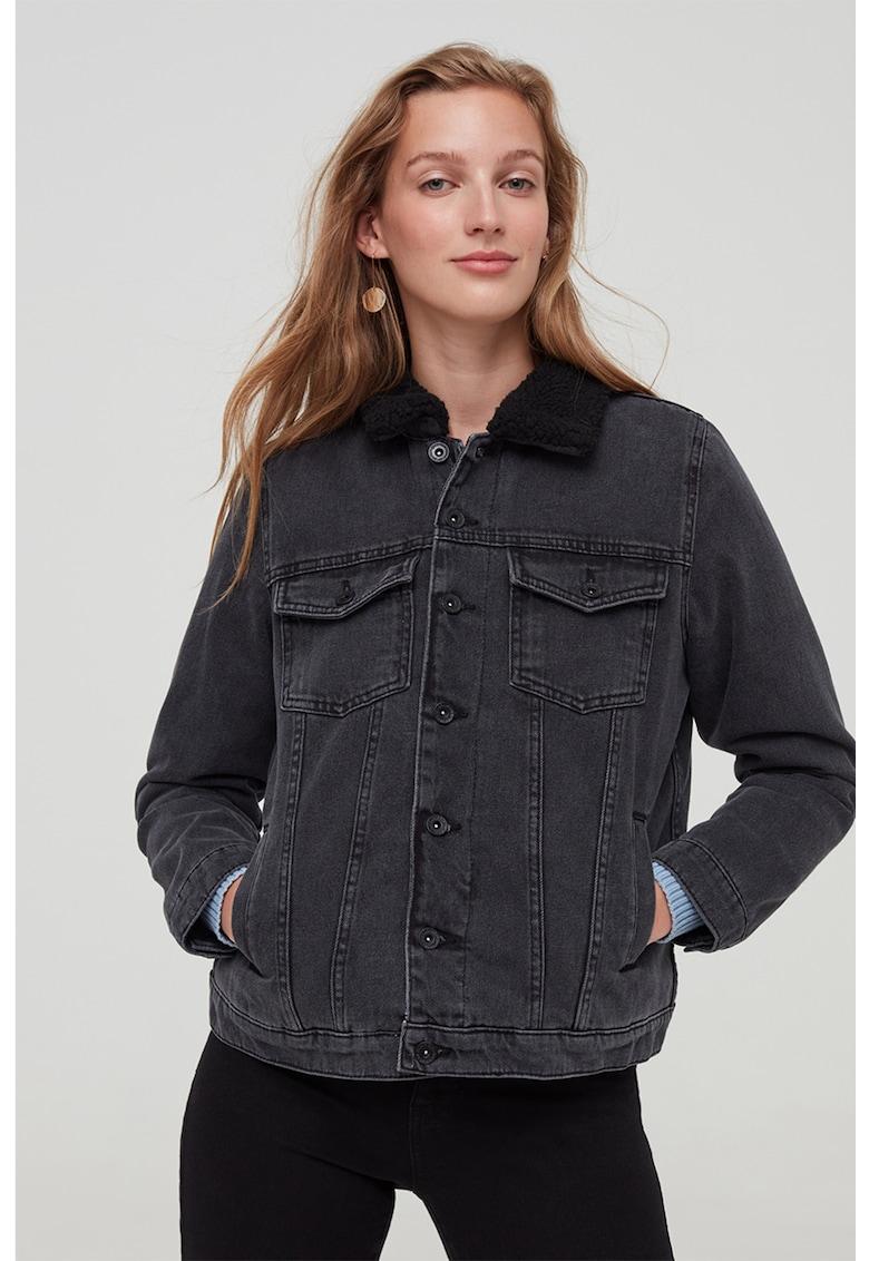 Jacheta de denim cu guler de blana shearling sintetica de la OVS