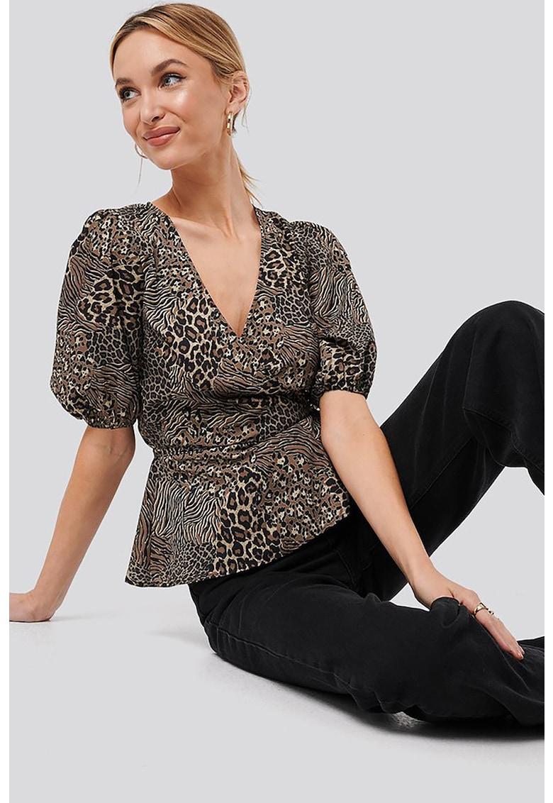 Bluza cu animal print si maneci bufante imagine fashiondays.ro NA-KD