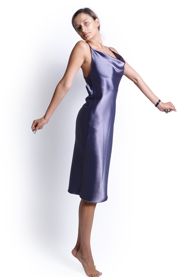 Rochie de satin cu decolteu drapat