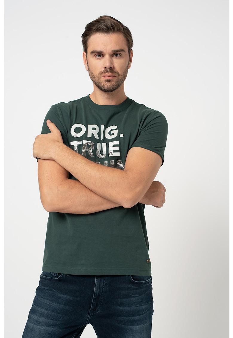 Tricou cu decolteu la baza gatului si imprimeu text Alex imagine