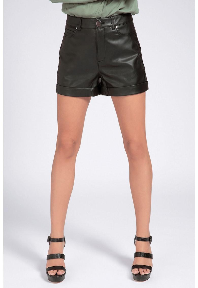 Pantaloni scurti cu mansete plisate