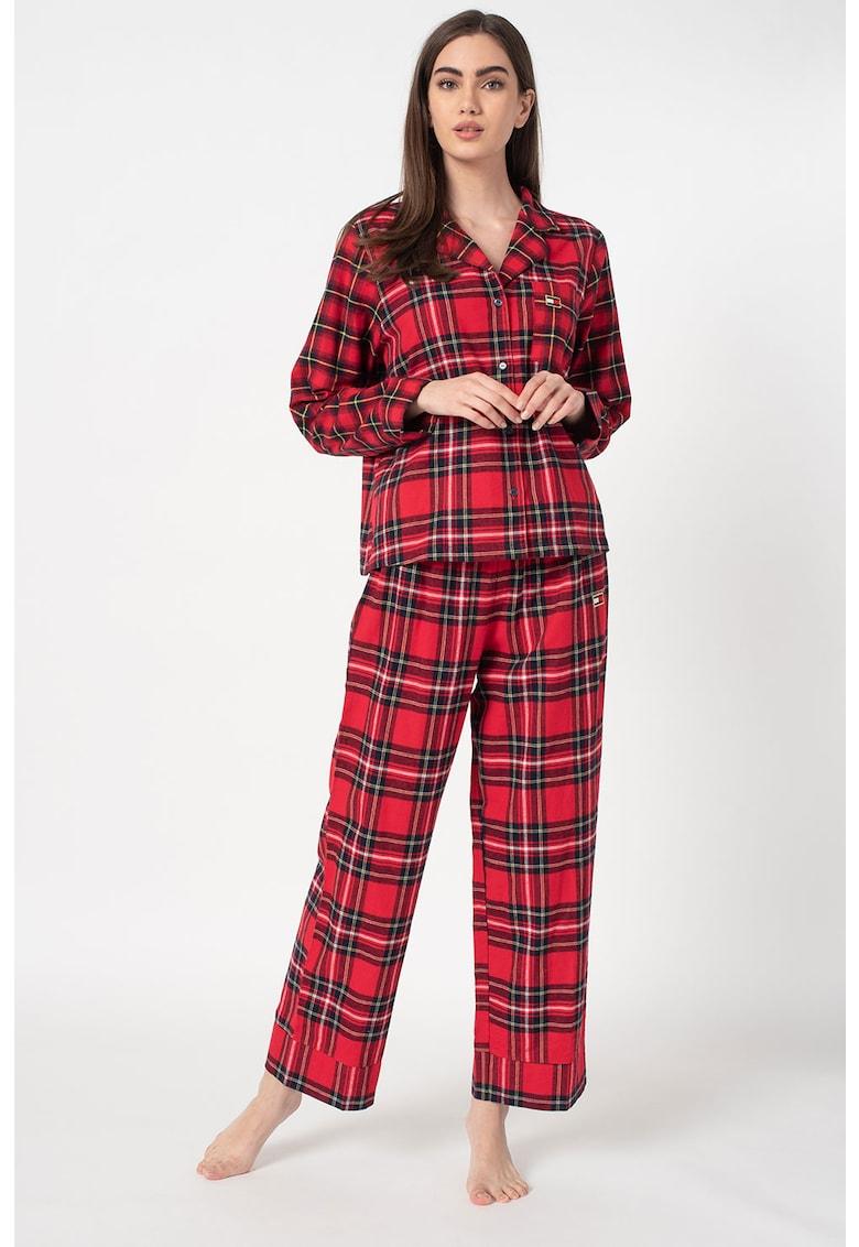 Pijama de flanel in carouri