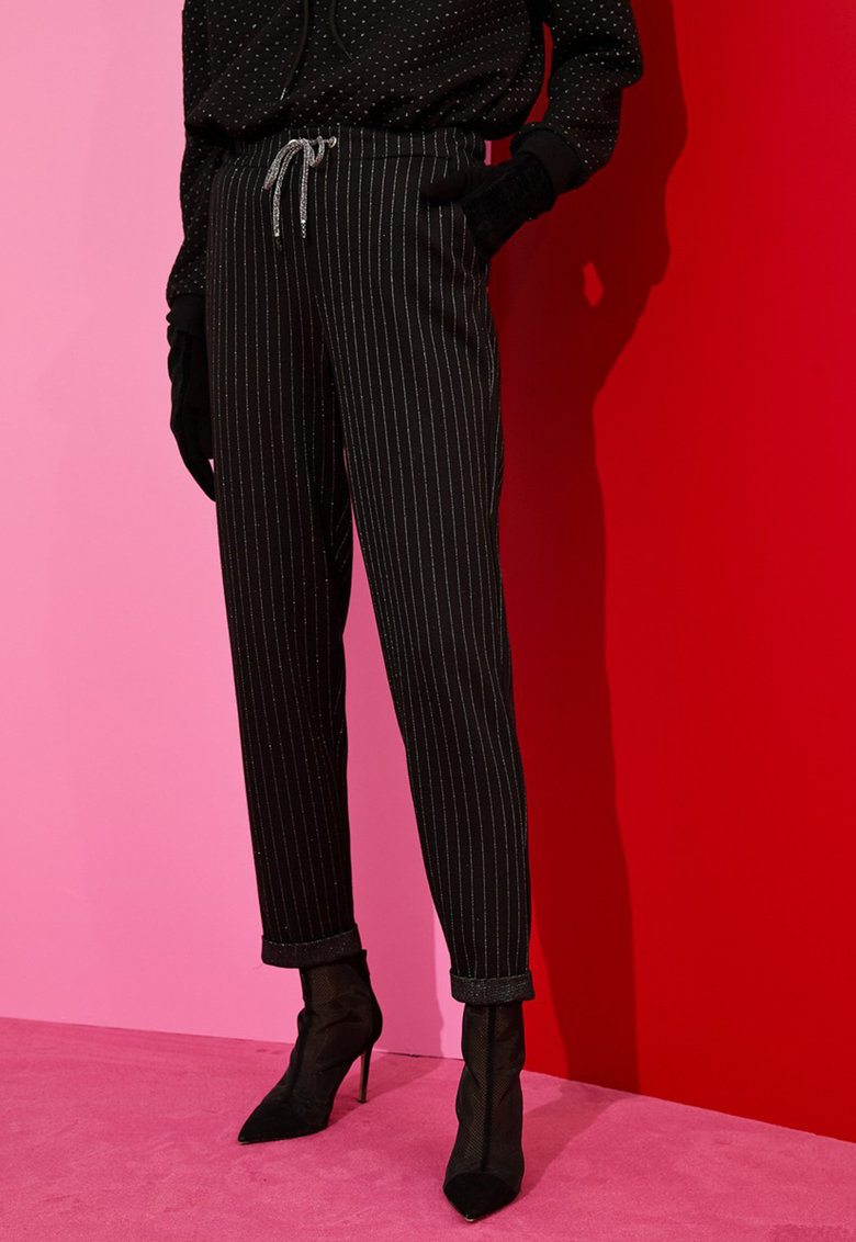 Pantaloni cu model cu dungi discrete si snur de ajustare in talie